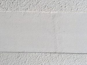 Diese mit Cembond Mineralfarbe beschichtete Fläche ist 15 Jahre alt und noch immer strahlend weiß und sauber